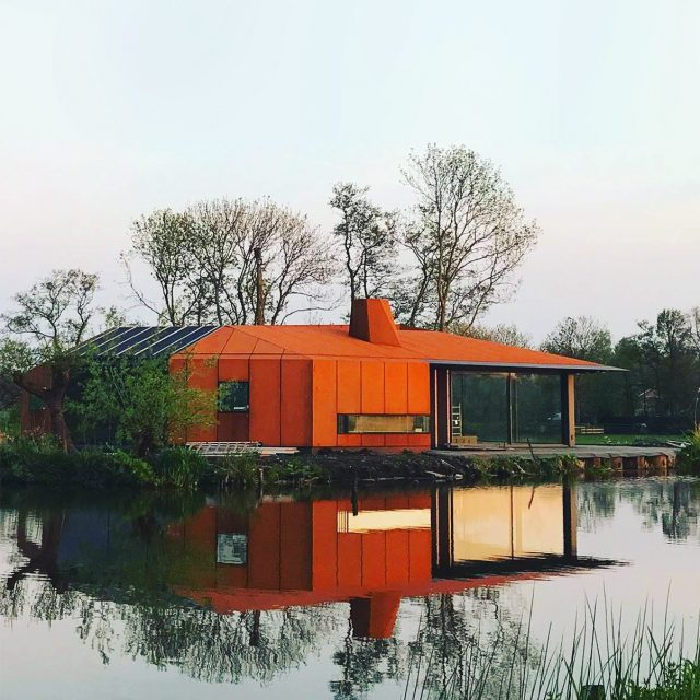 In Zoeterwoude Ule worked on a very special country house! The house is positioned high on a dyke with panoramic views on the surrounding landscape. It has a sharp but warm Corten-steel facade with some challenging details!